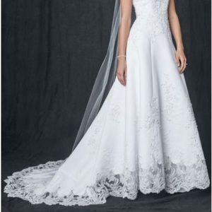 Never worn wedding dress - size 12